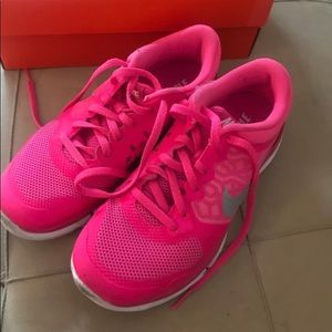 NIKE Flex Running Shoes Size 6